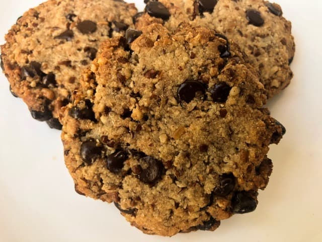 Crunchy Low-Carb Chocolate Chip Cookies | Keto Dessert Recipes