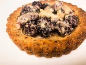 mini keto blackberry tart